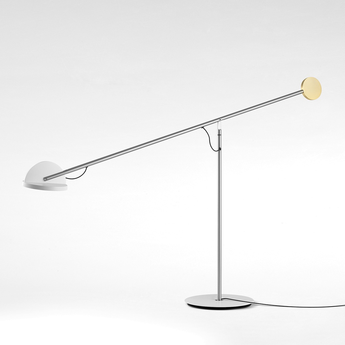Marset Copérnica M LED Tischleuchte, Nickel satiniert, Kopf: weiß, Gegengewicht: golden