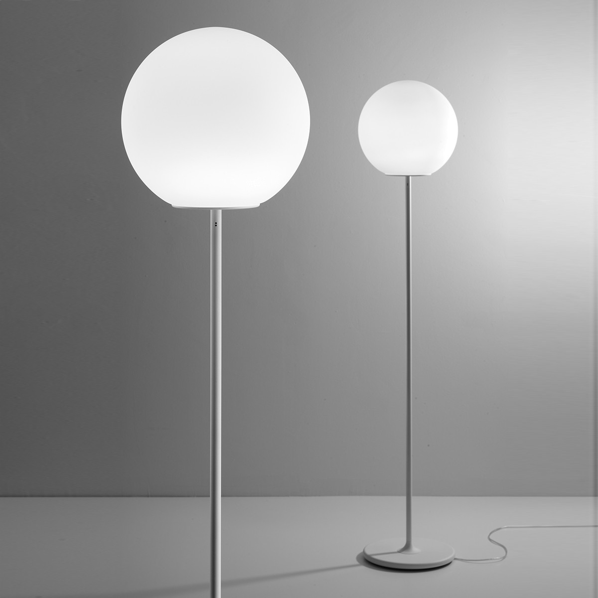 Fabbian Lumi Sfera Stehleuchte, weiß, Ø: 35 cm