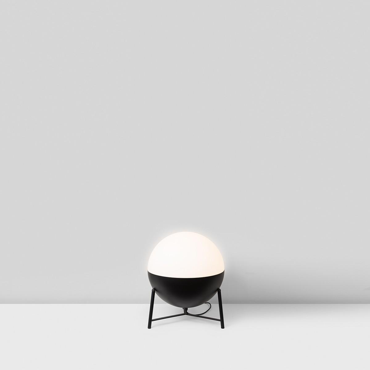 Milan Half Stehleuchte, Ø: 25 cm, Dreibein-Stativ klein, schwarz