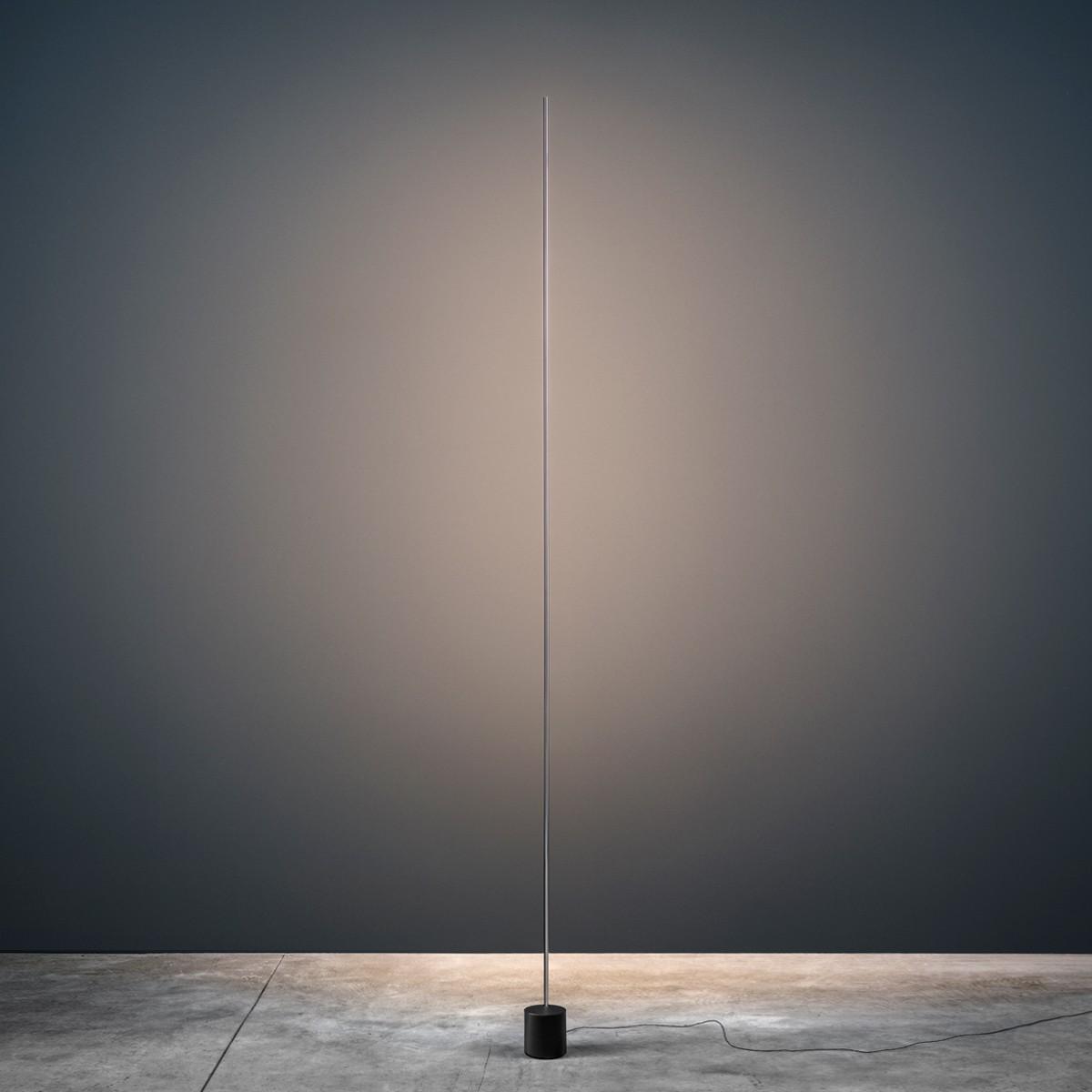 Catellani & Smith Light Stick F LED Stehleuchte, Nickel, Sockel: schwarz