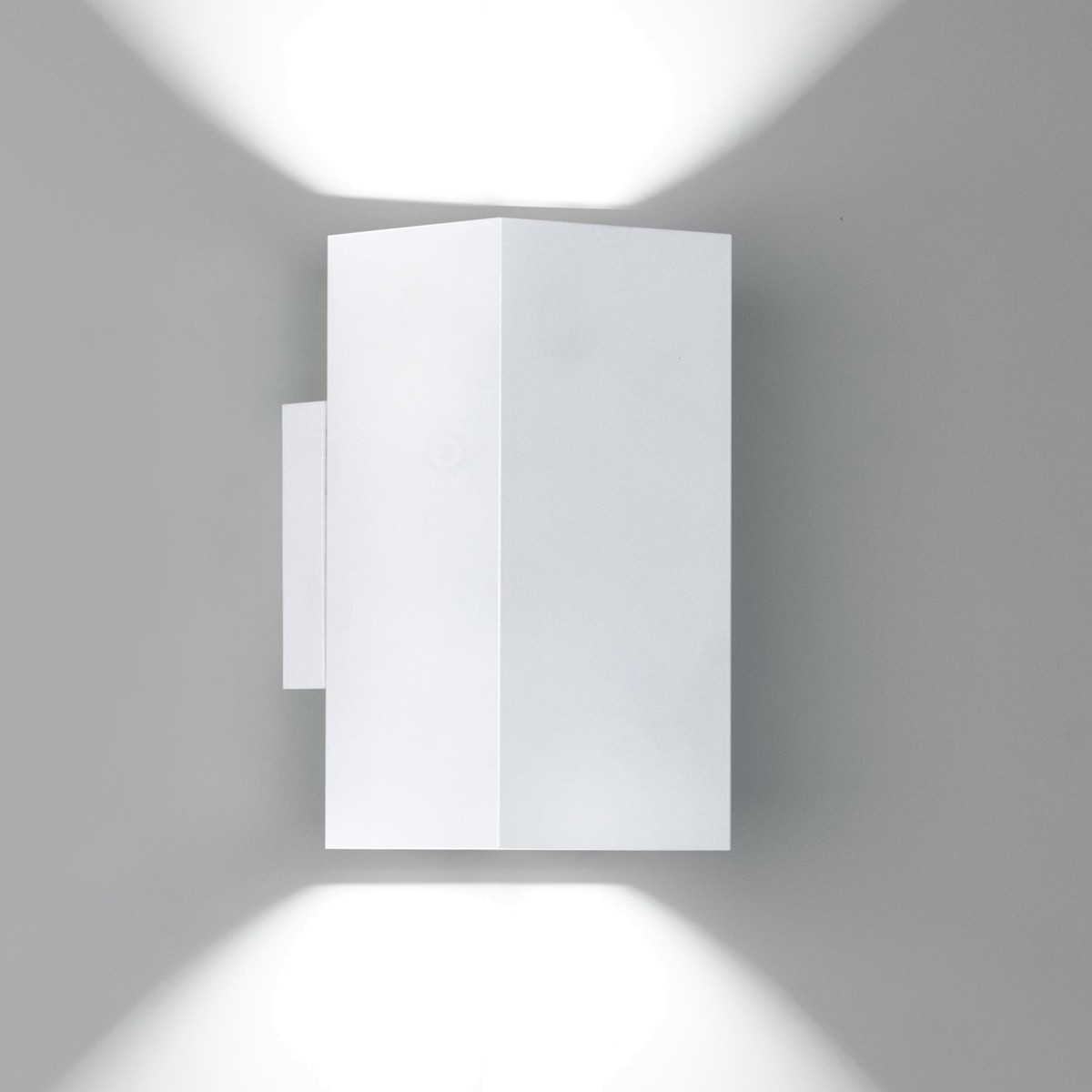 Milan Dau Doble LED Wandleuchte, mattweiß lackiert