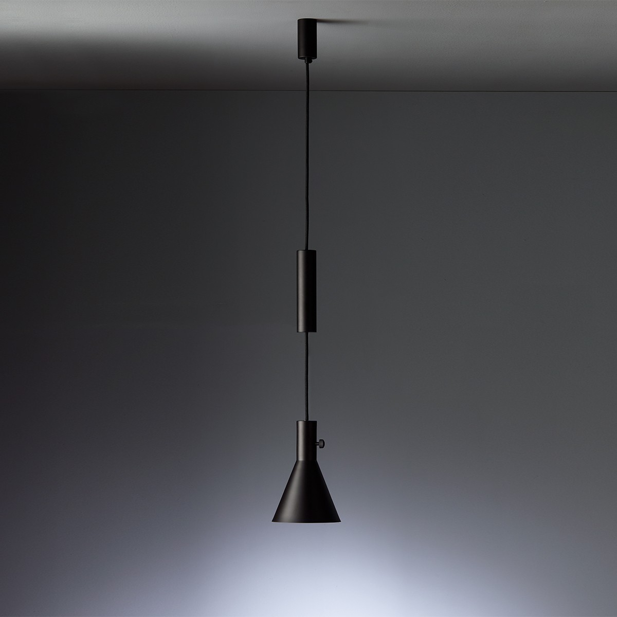 Tecnolumen Eleu Pendelleuchte, schwarz matt lackiert